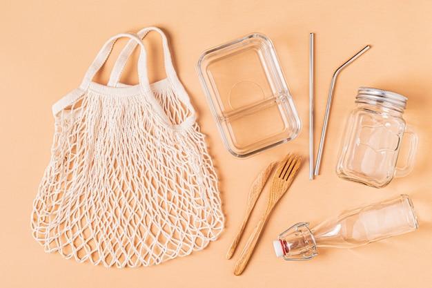 Katoenen tassen en glaswerk voor gratis plastic boodschappen