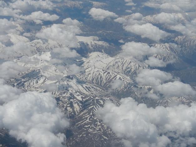 Kaukasische bergen, uitzicht vanuit het vliegtuig