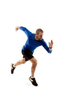 Kaukasische professionele loper, jogger training geïsoleerd op wit