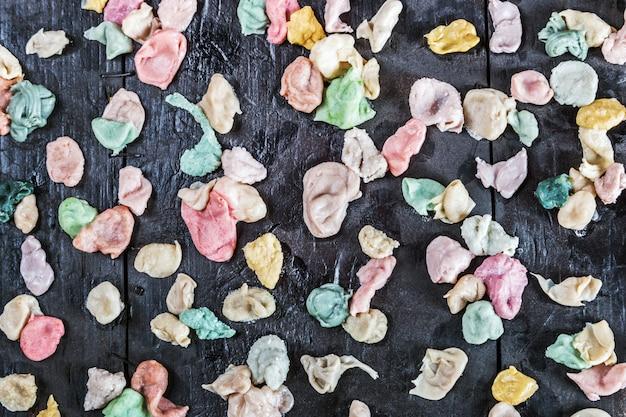 Kauwgom van verschillende kleuren