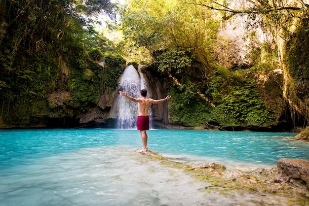 Kawasan falls in cebu, filipijnen