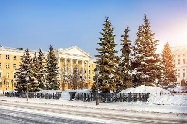 Kazan institute of chemical op een zonnige winterochtend