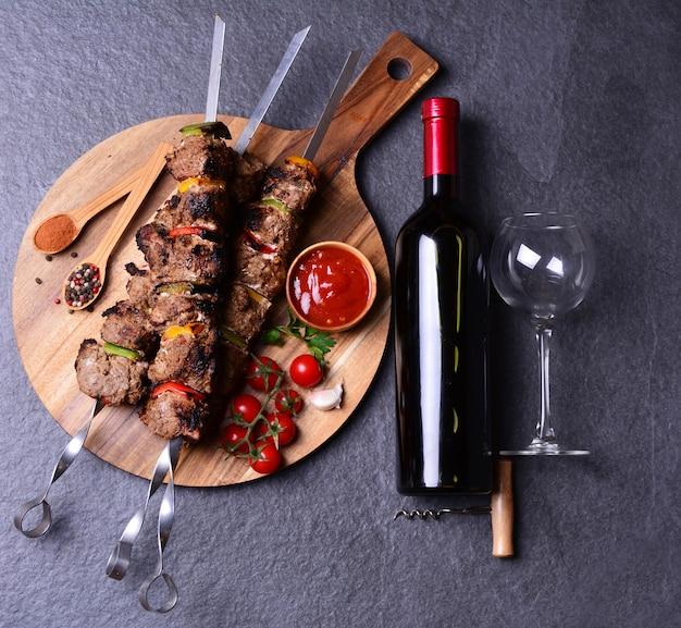 Kebab met wijnkruiden en groenten