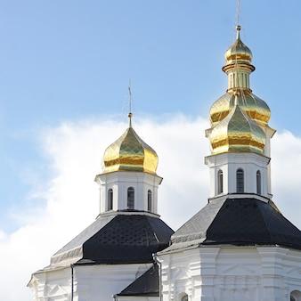 Kerk met gouden koepels