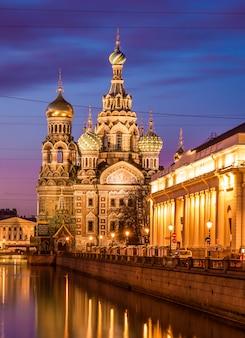 Kerk van de opstanding van christus (verlosser op het bloed), st. petersburg, rusland