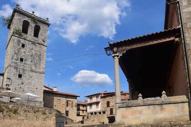 Kerk van santiago, miranda del castanar; natuurreservaat sierra de francia; provincie salamanca; castilla leon; spanje