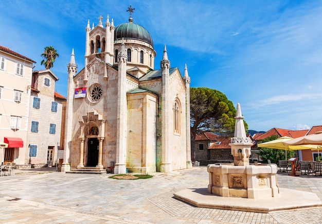 Kerk van st. jerome, beroemde katholieke kathedraal van herceg novi, montenegro.