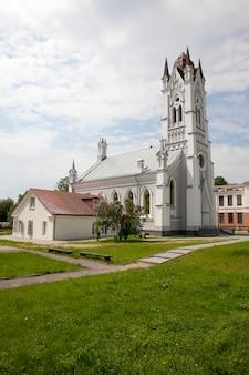 Kerk van st. john lutheran church, gelegen in grodno, wit-rusland. gebouwd in de 19e eeuw