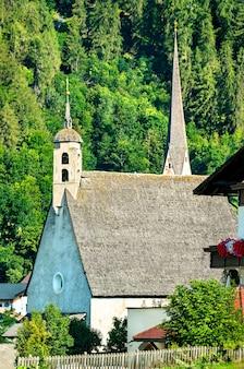 Kerken bij burgeis of burgusio in zuid-tirol, de italiaanse alpen