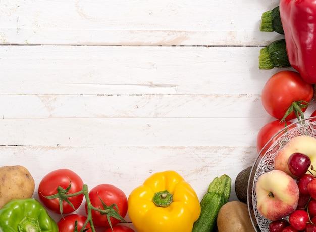 Kersen en perziken met groenten