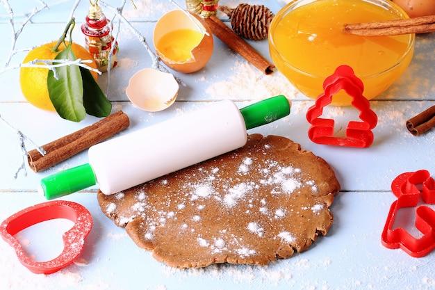 Kerst achtergrond gebakken gemberkoekjes peperkoek, handgemaakt