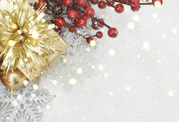 Kerst achtergrond met geschenken en decoraties