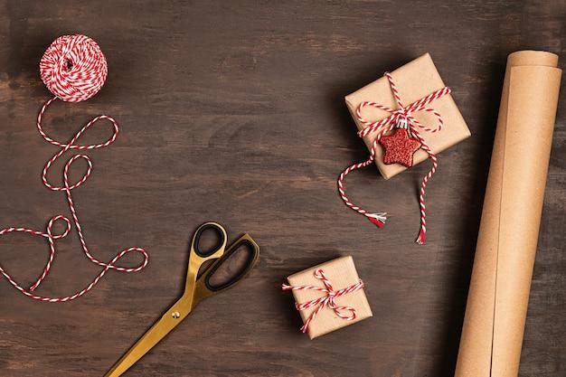 Kerst achtergrond met geschenken inwikkeling