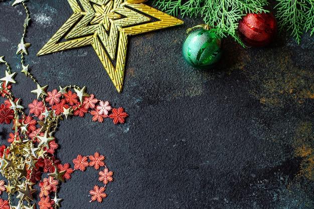 Kerst achtergrond nieuwjaar speelgoed sparren en gouden klatergoud lichten