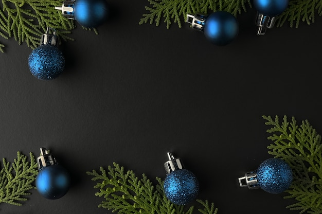 Kerst achtergrond sjabloon met frame van spar takken. plat leggen, bovenaanzicht