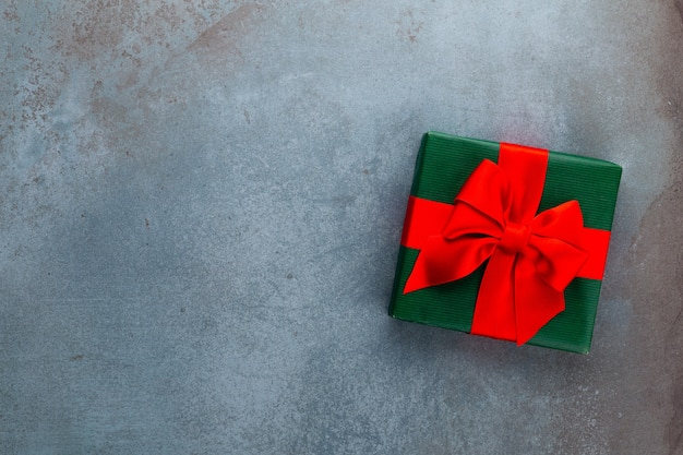 Kerst banner. xmas achtergrondontwerp, met realistische geschenkdoos. horizontale kerstaffiche, wenskaarten.
