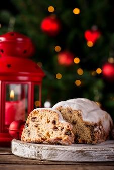 Kerst cake stol met gedroogde vruchten