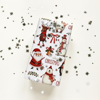 Kerst compositie met glanzende geschenkdoos
