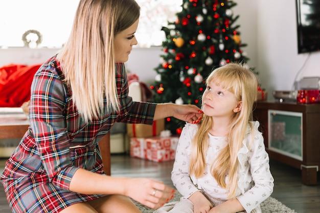 Kerst concept met moeder en dochter