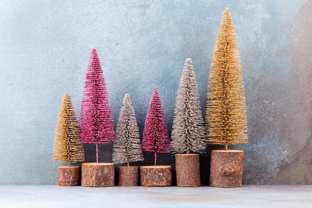 Kerst decor met kerstboom geïsoleerd