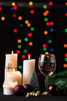 Kerst decoratie. wazig lights achtergrond.