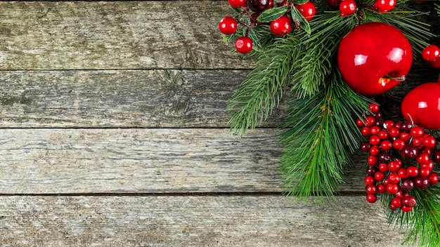 Kerst decoratieve tak op houten.
