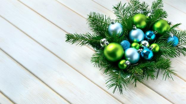 Kerst diner tafel middelpunt met blauwe glitter ornamenten