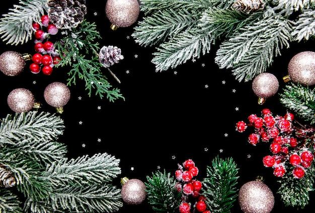 Kerst donker met seizoensversieringen