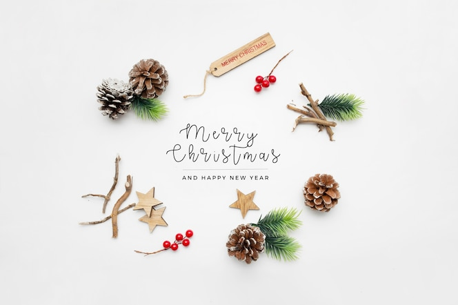 Kerst elementen op witte tafel