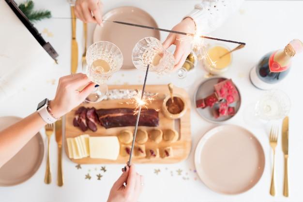Kerst familie diner tafel concept. kerstfeest
