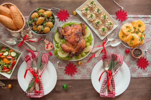 Kerst familie eettafel. bovenaanzicht