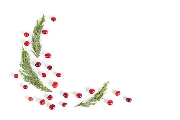 Kerst frame met veenbessen, plat lag, bovenaanzicht.
