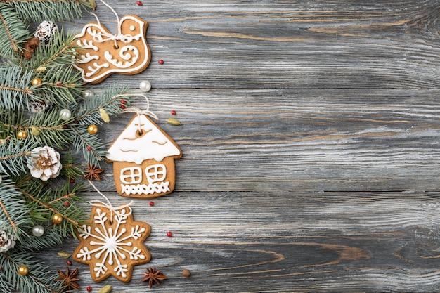 Kerst frame van peperkoek cookies, decoraties op sparren