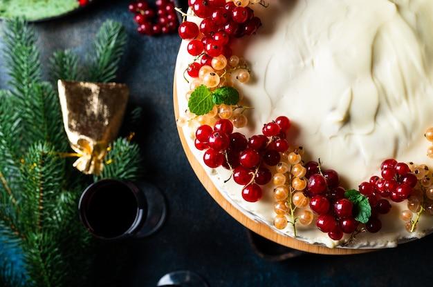 Kerst fruitcake met decoratie