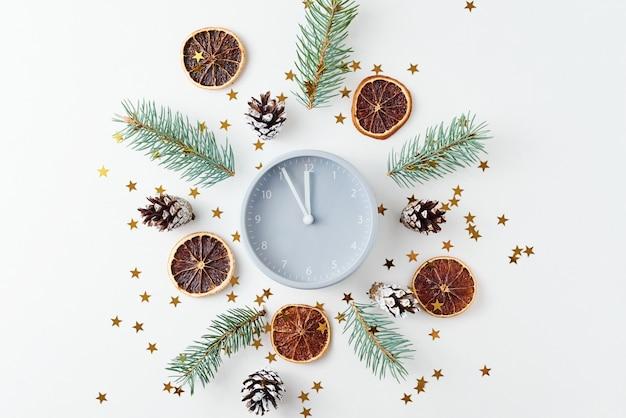 Kerst gemaakt van dennenappels en dennenboom