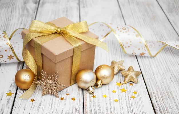Kerst geschenkdoos en ballen