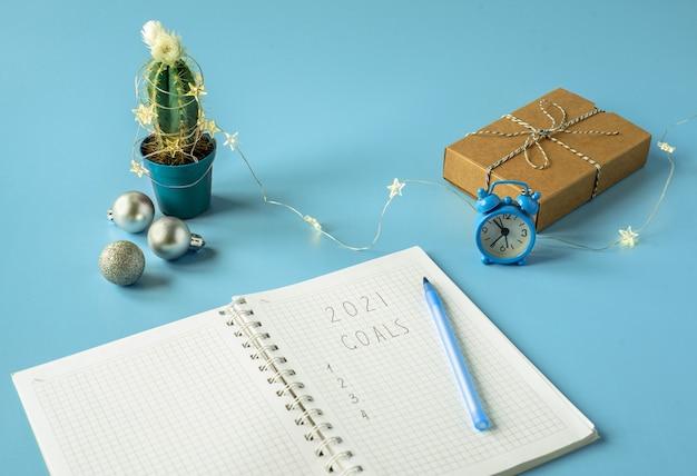 Kerst geschenkdoos met cactus versierd