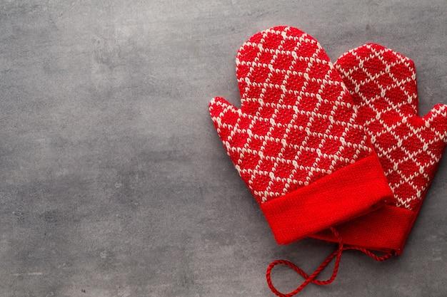 Kerst handschoenen op de gift card houten.