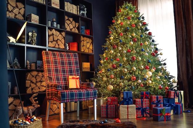 Kerst interieur met boekenkasten