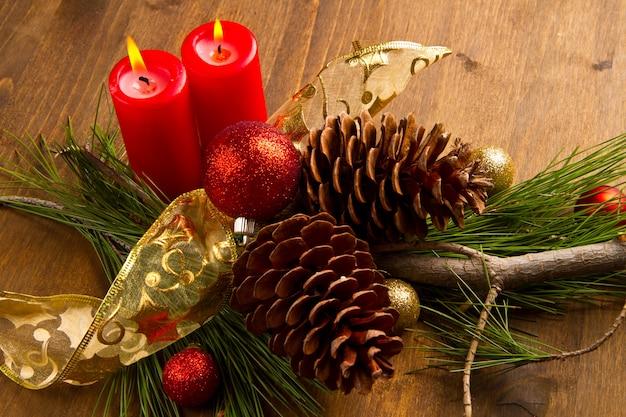 Kerst kaars met dennenappel