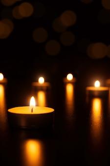 Kerst kaarsen vlam licht romantische decoratie in intreepupil lichten
