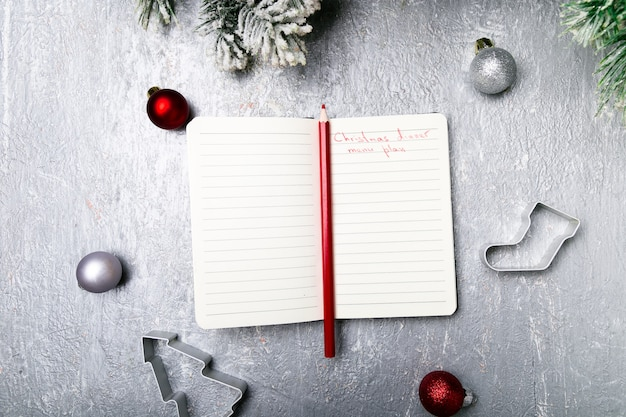 Kerst menu plan. notebook schrijven het kerstmenu. bovenaanzicht