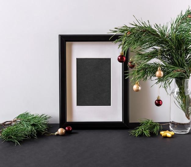 Kerst moderne compositie met kopie ruimte voor tekst. poster in het kerstinterieur. frame interieur scandinavische kerst winter decoratie
