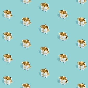 Kerst naadloze patroon gemaakt met geschenken met gouden bogen op blauw.
