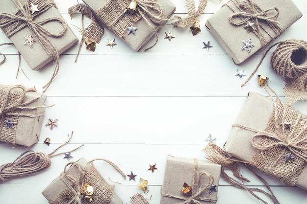 Kerst, nieuwe taxus geschenkdozen collectie met kopie ruimte in vintage stijl. plat leggen