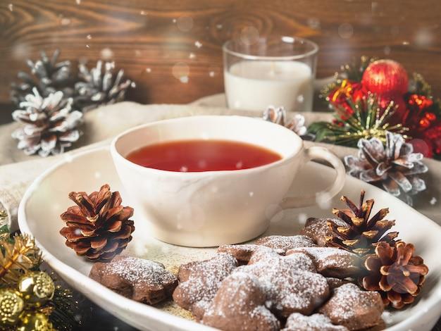 Kerst- of nieuwjaarskaart. de vakantiesamenstelling van de winter, zijaanzicht, selectieve nadruk