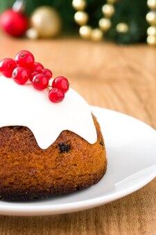 Kerst pudding op houten tafel
