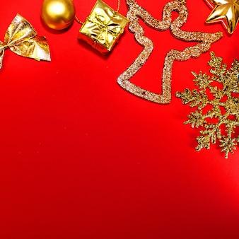 Kerst rode achtergrond gouden decoraties nieuwjaar