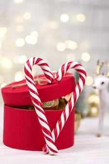Kerst rode geschenkdoos decoratie met candy canes
