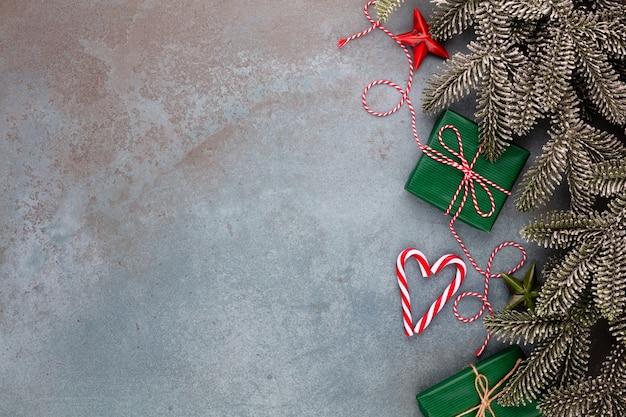Kerst samenstelling fir tree takken ster ornamenten